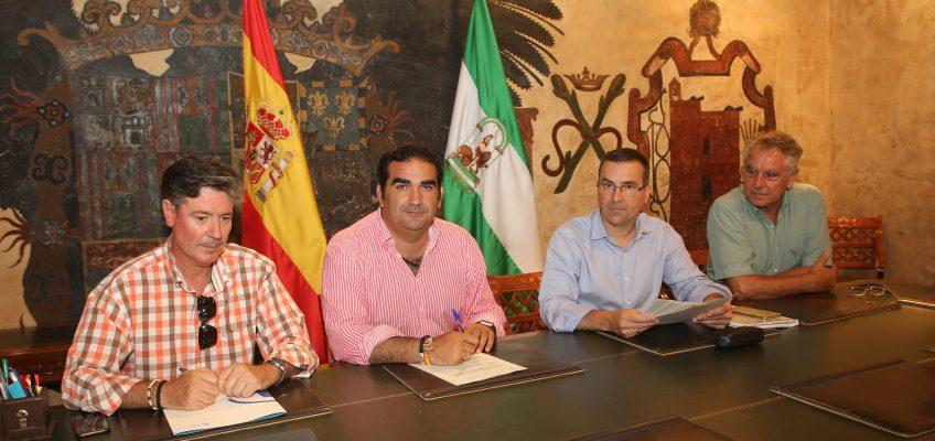 El Ayuntamiento da un nuevo paso para obtener la concesión del Faro de Marbella y destinarlo a uso público con la firma del acta de replanteo