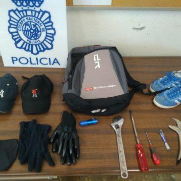 En el marco de un operativo policial contra los robos en domicilios  La Policía Nacional desarticula en Málaga un grupo criminal especializado en robos con fuerza en viviendas   Han sido detenidos los cuatro integrantes de la red como presuntos responsables de dos delitos de robo con fuerza