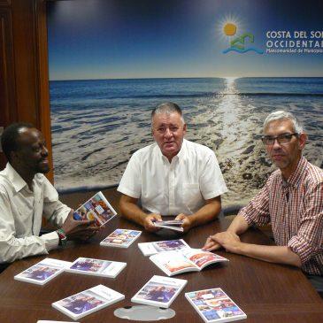 """Presentan en la Mancomunidad la guía """"Málaga friendly""""  •La publicación, de 180 páginas, se repartirá gratuitamente en oficinas municipales de turismo y hoteles"""