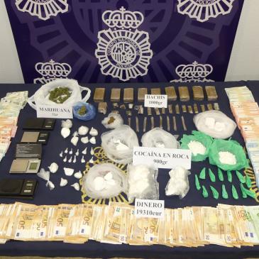 En una vivienda de Ronda (Málaga)   La Policía Nacional desmantela un punto de venta de cocaína y hachís y se incauta de casi un kilogramo de cocaína en roca