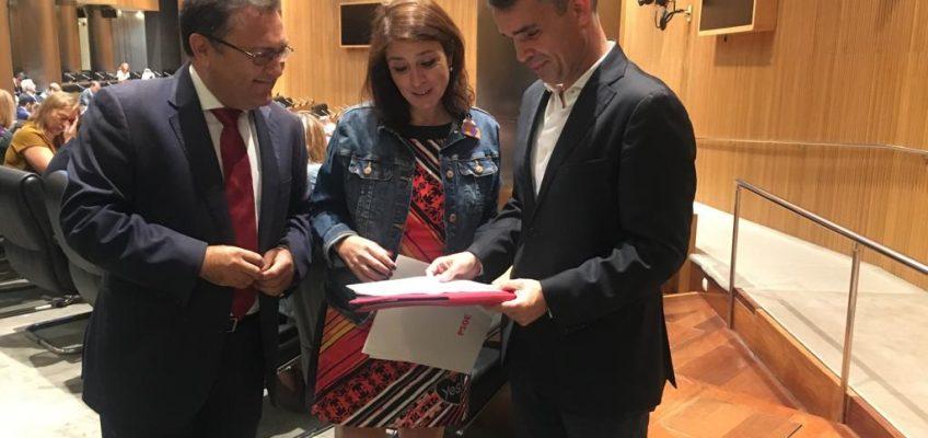BERNAL TRASLADA AL GRUPO PARLAMENTARIO SOCIALISTA LAS NECESIDADES DE MARBELLA EN MATERIA DE PLAYAS  El portavoz socialista se ha reunido en Madrid con Adriana Lastra y Miguel Ángel Heredia