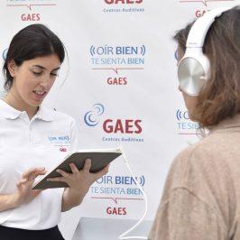 """La campaña """"Oír bien, te sienta bien"""" de GAES llega a Málaga  Una de cada diez personas podría tener problemas auditivos en 2050"""