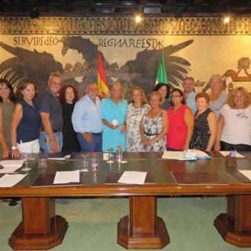 Ángeles Muñoz, ha recibido en el Ayuntamiento a los representantes de la Asociación Cultural de Folklore y Tradiciones Andaluza