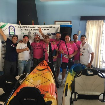 David Rodríguez Garnica, del CP Kayak Marbella, se proclama campeón de Andalucía de Pesca en Kayak en Mar Abierto.   Rotundo éxito de organización y participación en el VI Campeonato de Andalucía de Pesca desde Kayak celebrado en aguas de Fuengirola, Málaga.