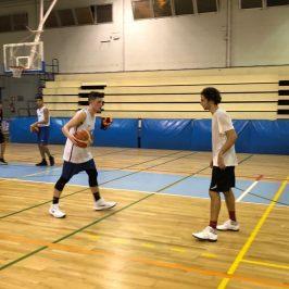 Tyler Desrosiers ya se entrena en Marbella con sus nuevos compañeros a las órdenes de Tomé