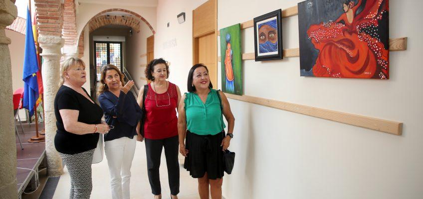 El Hospital Real de la Misericordia acoge desde hoy la exposición 'Manos, ¿Artríticas o Artísticas?' con motivo del Día Nacional de esta enfermedad