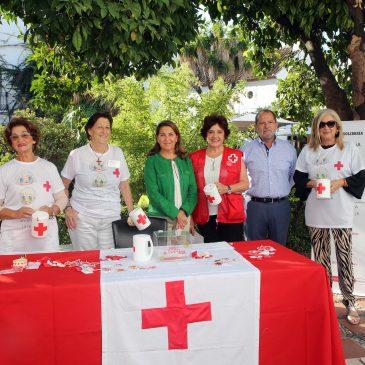 El Ayuntamiento destaca la labor de Cruz Roja Marbella en el 'Día de la Banderita', que este año recauda fondos para el programa de ayuda a la promoción del éxito escolar