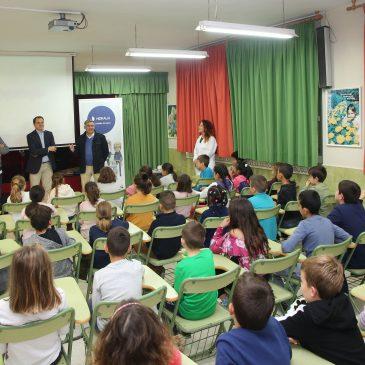 El programa 'Aqualogía' conciencia sobre el uso responsable del agua a unos 700 alumnos de Primaria en 13 centros educativos del municipio