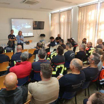 La alcaldesa destaca la labor de los bomberos para convertir a Marbella en referente en materia de rescate subacuático