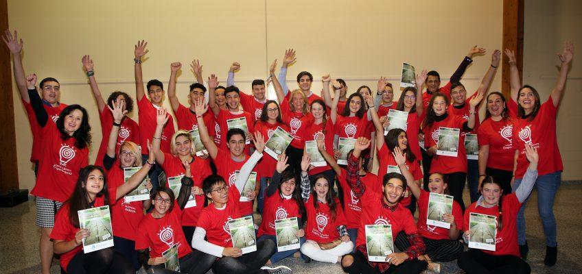 La alcaldesa entrega las becas a los 35 alumnos seleccionados para la Escuela de Jóvenes Emprendedores