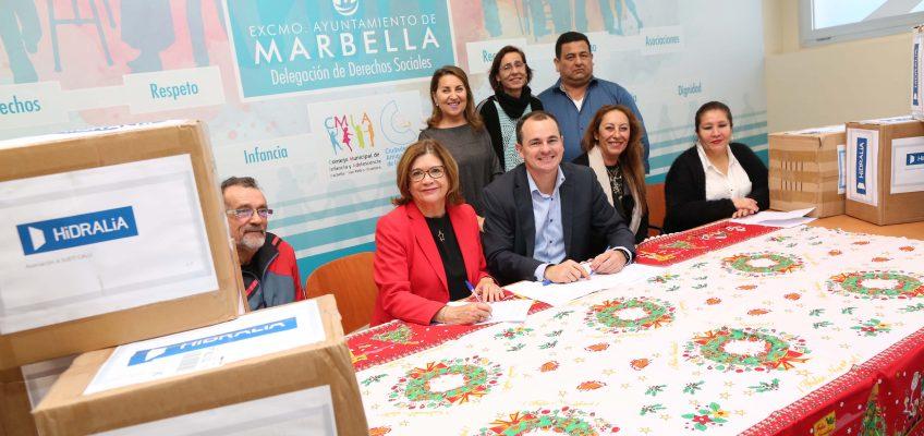 El Ayuntamiento respalda la campaña de donación de 240 juguetes y 100 kilos de caramelos a distintas asociaciones del municipio por parte de Hidralia