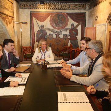 El Ayuntamiento mantiene la primera reunión de coordinación para poner en marcha el programa 'Marbella Integra', con el que se beneficiarán 1.350 desempleados de larga duración y colectivos vulnerables