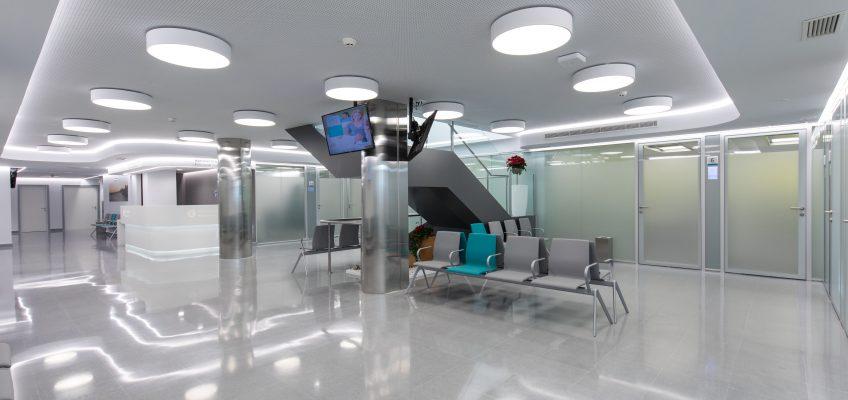 Quirónsalud continúa su plan de expansión con la apertura de un nuevo Centro Médico en Marbella  Se trata de un centro de consultas, pruebas diagnósticas y Unidad de Tráfico contiguo al Hospital Quirónsalud Marbella.
