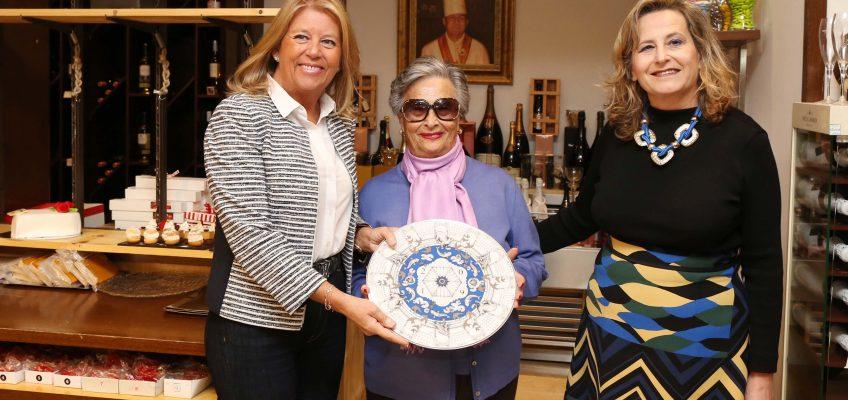 La alcaldesa entrega el Premio de Honor Marbella All Stars 2019 a la creadora del grupo de hostelería Goyo