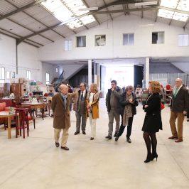 La alcaldesa respalda la labor de Cáritas en la inauguración de su nuevo bazar en la barriada Plaza de Toros