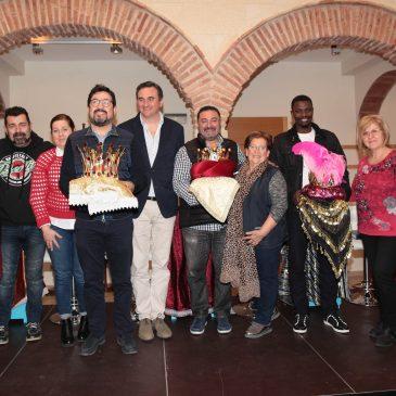 Los emisarios de los Reyes Magos en Marbella representan a las hermandades y cofradías, a la policía local y al comercio tradicional de la ciudad