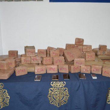 En Marbella (Málaga) La Policía Nacional se incauta de 140 kilos de hachís transportados en vehículo y detiene a tres personas por tráfico de drogas