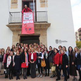 La alcaldesa expresa el apoyo del Ayuntamiento para seguir avanzando en materia de igualdad salarial entre mujeres y hombres