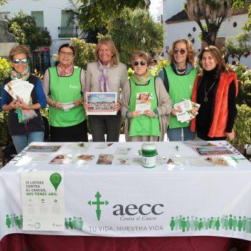 Lugares emblemáticos de Marbella y San Pedro Alcántara se iluminan de verde en conmemoración del Día Mundial contra el Cáncer