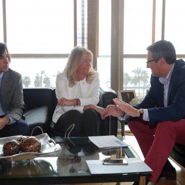 La alcaldesa se reúne con el nuevo presidente de la Diputación Provincial para abordar los proyectos de los nuevos tramos de la senda litoral en Marbella