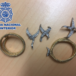 En la zona este de Málaga  La Policía Nacional detiene a un albañil por el robo de un anillo en la vivienda en la que  trabajó en unas reformas