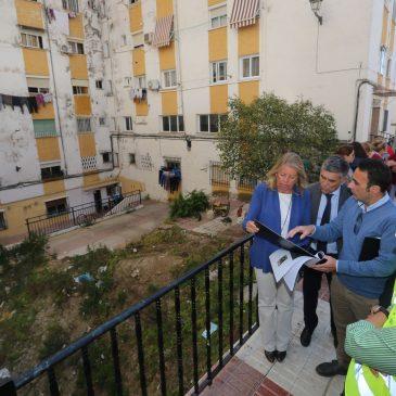 El Ayuntamiento inicia las obras de reconstrucción de la plaza de la calle Salduba en la barriada de Plaza de Toros   La alcaldesa, Ángeles Muñoz, ha visitado hoy los trabajos que contemplan la rehabilitación de las fachadas de los tres edificios colindantes