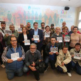 La concejala de Derechos Sociales recibe a Afesol, que ha elaborado un calendario solidario con motivo de su XX aniversario el próximo mes de septiembre