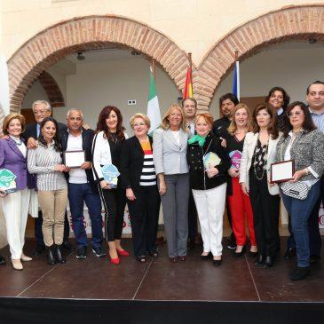 El Ayuntamiento reconoce la trayectoria y la contribución a la ciudad de los negocios del Distrito Oeste con los Premios al Comercio