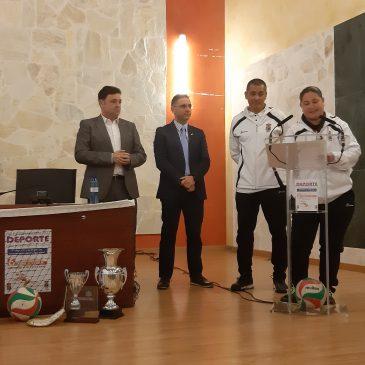 El club de voleibol femenino de Ojén homenajeado por el Ayuntamiento en el Día Internacional del Deporte