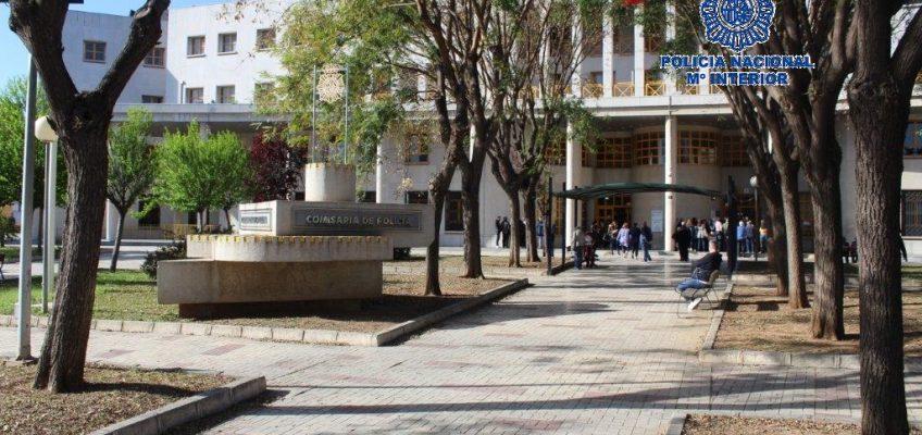El investigado aprovechó la ausencia de la denunciante para intentar ocupar la vivienda de esta   La Policía Nacional detiene a un hombre por hostigar y acosar a su expareja en Málaga