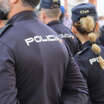 """Tras una persecución por la A-7 y una vía de servicio en dirección contraria  La Policía Nacional detiene en Marbella a los autores de un """"tirón"""" a un octogenario para robarle un reloj de alta gama"""