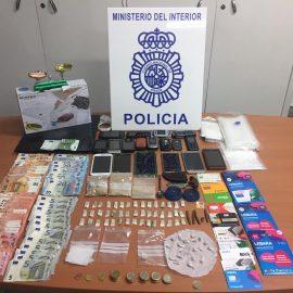 En Málaga   La Policía Nacional desmantela un punto de venta de droga al menudeo y detiene a cinco personas en la barriada de El Palo