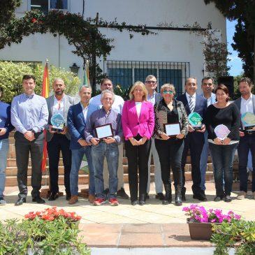 """El Ayuntamiento premia a diez negocios de Nueva Andalucía por su """"constancia, calidad, excelencia y cercanía"""""""
