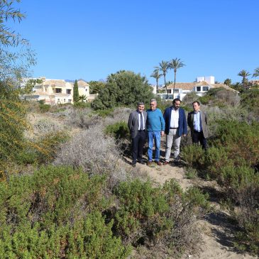 El Ayuntamiento instala un nuevo sistema de riego para la reforestación de las zonas dunares de Marbella