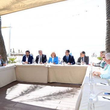 El Ayuntamiento y la Junta de Andalucía mantienen una reunión con empresarios de playas para abordar la situación del sector