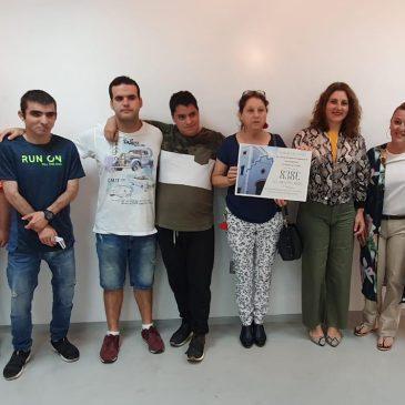 La Asociación Valores recibe la recaudación del espectáculo benéfico celebrado en el Centro de Artes Escénicas La Alcoholera el pasado 10 de mayo