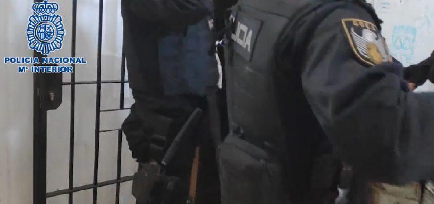 Arrestadas 41 personas por su presunta implicación en el menudeo de cocaína, hachís, heroína y en el cultivo de interior de marihuana   La Policía Nacional culmina la operación Solar con la desarticulación de varios clanes familiares vinculados al tráfico de drogas en Marbella (Málaga)