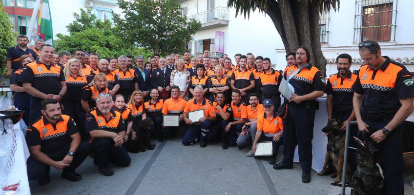 La alcaldesa agradece a los voluntarios de Protección Civil su labor durante la celebración de la Semana Santa y del Ironman