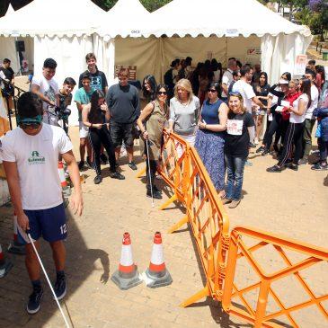 """La alcaldesa destaca """"el carácter solidario de Marbella y la importancia de su tejido asociativo"""" en la nueva edición de la Feria Social"""