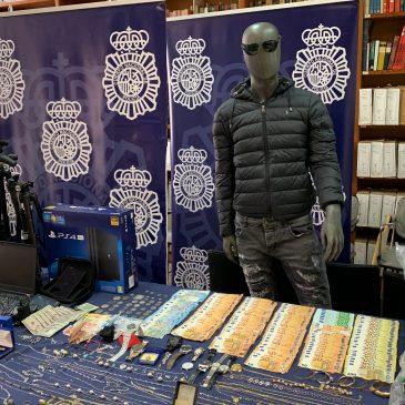 Detenidas siete personas y esclarecidos 38 robos en domicilios y vehículos  La Policía Nacional desarticula en la provincia de Málaga una red criminal especializada en robos en domicilios con un nuevo modus operandi
