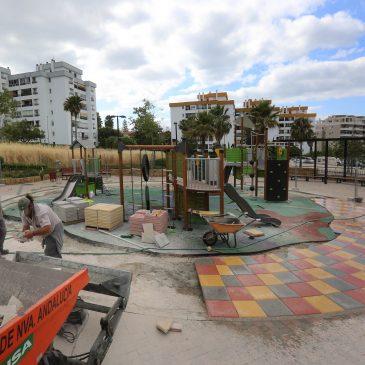 El Ayuntamiento reforma el parque infantil de La Campana con tres nuevas instalaciones de multijuegos y pavimento de seguridad