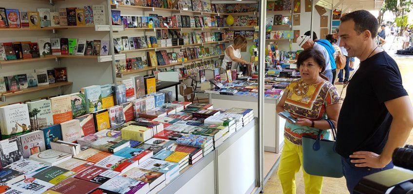 La Feria del Libro de Marbella reúne hasta el 18 de agosto en el Paseo de la Alameda a 17 librerías locales y nacionales