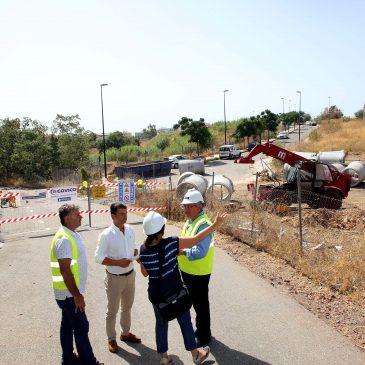 El Ayuntamiento acomete la renovación y mejora de la red de saneamiento en el entorno de la calle El Algarrobo y la avenida Padre Paco Ostos