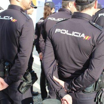 El detenido tenía dos reclamaciones en vigor por sendos juzgados de Mérida La Policía Nacional detiene a un hombre tras apropiarse del teléfono móvil de una amiga e intentar venderlo a una menor en Estepona