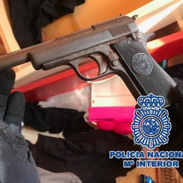 En un operativo contra el menudeo de droga llevado a cabo en el barrio de La Trinidad La Policía Nacional desmantela en Málaga cuatro puntos de venta de heroína y cocaína