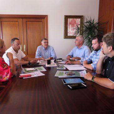 La Tenencia de Alcaldía de San Pedro impulsará un encuentro con la Junta y directores de centros de Secundaria y Bachillerato para abordar proyectos pendientes