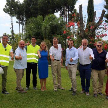 """La alcaldesa visita las obras del futuro hotel del Club Med junto al presidente del grupo francés y destaca el """"firme compromiso por Marbella de la prestigiosa compañía con un proyecto emblemático para la ciudad"""""""